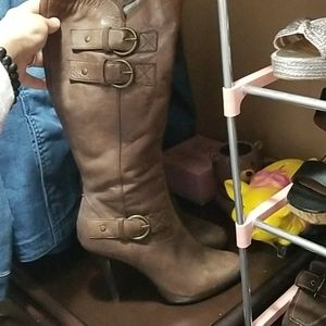 Shoes - Boots with a heel